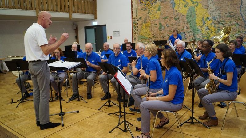 """Die Stadtkapelle """"Harmonie du Vésinet"""" unter ihrem Chef Yvon Lemêle begleitete die Feierlichkeiten mit 30 Musikern"""