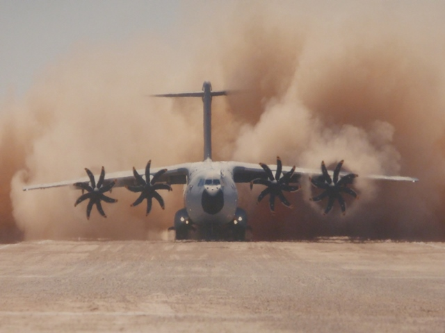 AIRBUS Showroom - der A400M als stünde man daneben